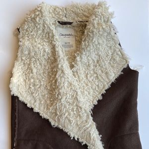 Brown suede vest with cream Sherpa lining. XS/S